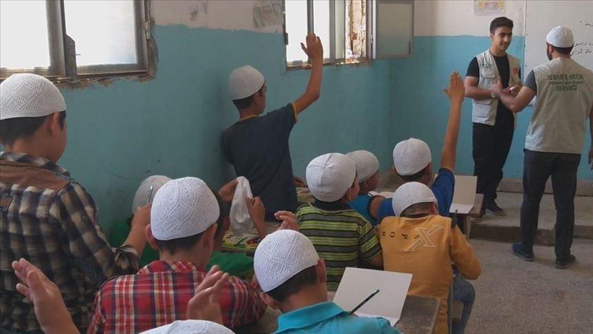 تركية تقول: إنها اخضعت 300 طفل في عفرين لدورات دينية خلال أسبوعين