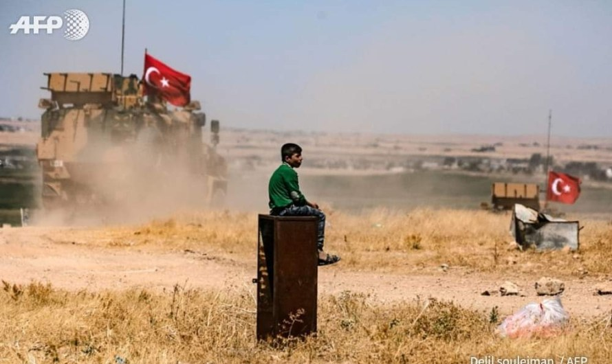 تركيا ترسل أطباء لمنطقة قرب حدود سوريا استعدادا لعملية عسكرية محتملة
