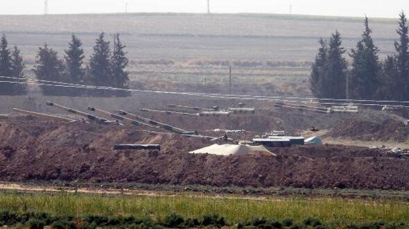 عيون الأسد على جبل الزاوية ….تركيا تعزز حدودها مع سوريا لمنع أي موجة نزوح إلى أراضيها من إدلب