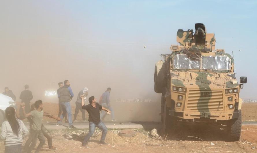 إصابة 8 محتجين بجروح في كوباني جراء استهدافهم من قبل جنود أتراك في الدورية التركية الروسية المشتركة