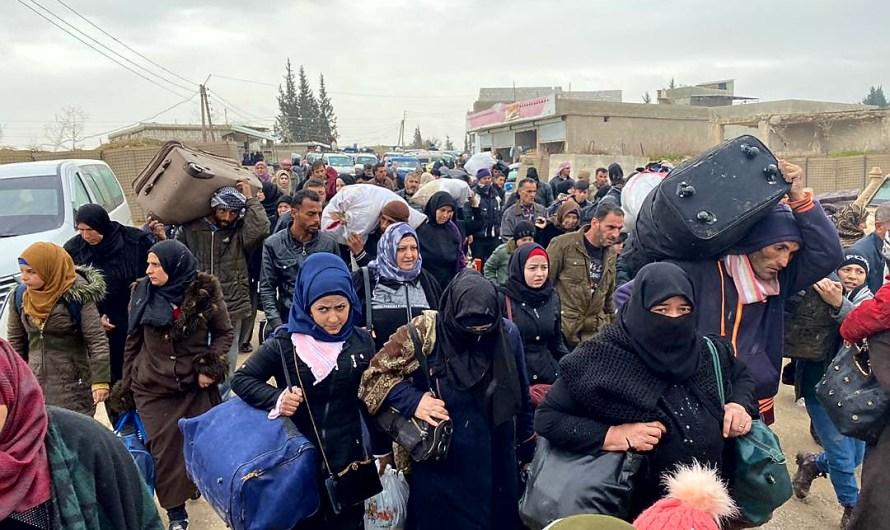 قرابة ألف نازح من إدلب يصلون مناطق الإدارة الذاتية شمال سوريا
