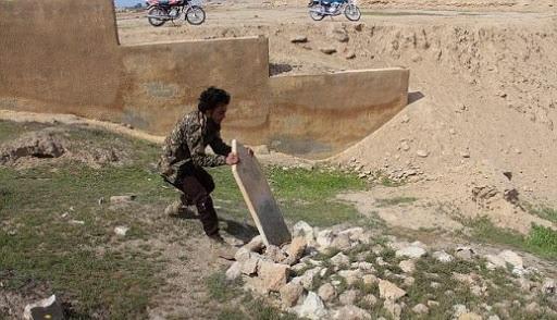 الميليشيات المسلحة الموالية لتركيا تواصل نبش القبور في عفرين … سرقة رخام وشواهد القبور لبيعها