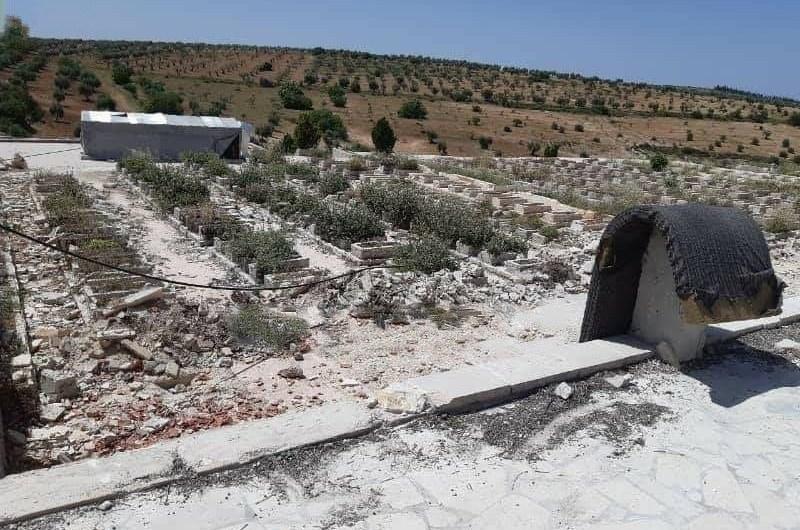 القوات التركية تنتهك حرمات الموتى وتجرف مقبرة في عفرين