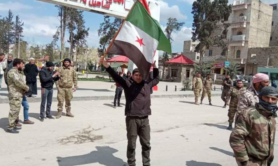 """تركيا لم تعد قادرة على دفع """" المعاش """" … مسلحون سوريون يتظاهرون أمام قاعدة تركية شرقي حلب"""