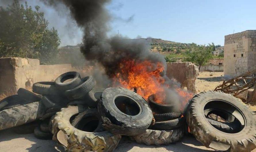 احتجاجات في ريف إدلب تندد بصمت تركيا تجاه التصعيد العسكري في جبل الزاوية