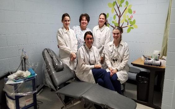 dental-hygiene-students-201807-005