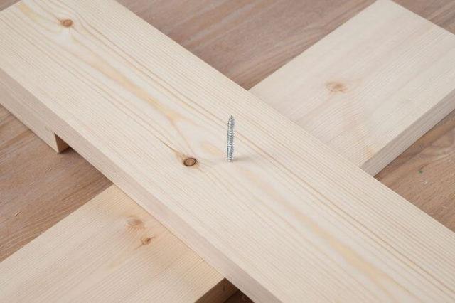 Stojan pod vánoční stromeček s vlastními rukama: jak udělat, ze dřeva, kov