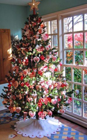 Bagaimana untuk membuat busur dari reben satin pada pokok Krismas dengan tangan mereka sendiri