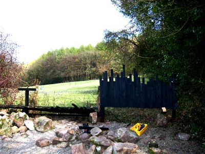 Fence renewal 1 © Anne Wareham