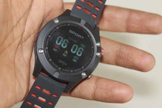 No 1 F5 OLED smartwatch Design