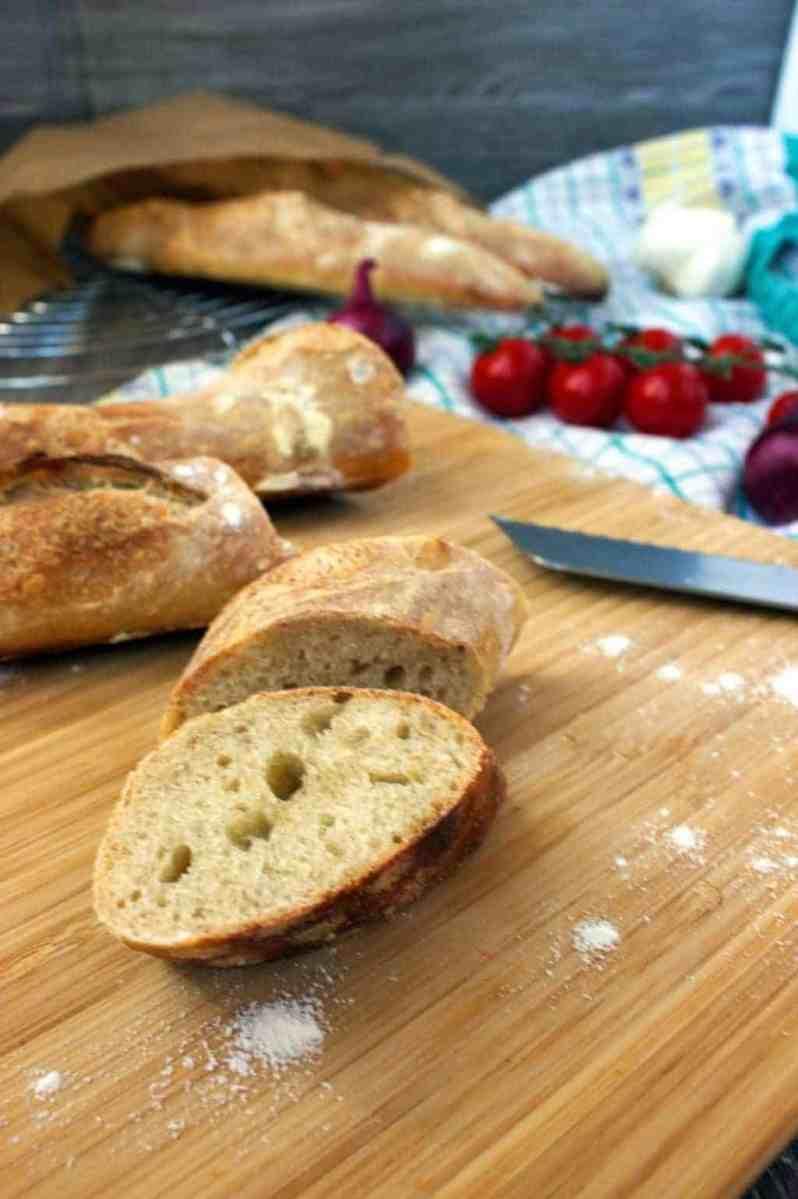 [:de]Knuspriges Französisches Baguette (vegan, ohne Milch, ohne Öl, ohne Zucker, ohne Weizen, plantbased)[:en]Crispy French Baguette (vegan, dairyfree, oilfree, wheatfree, sugarfree, plantbased)[:]