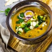 Vegan Curry with Cauliflower and Broccoli