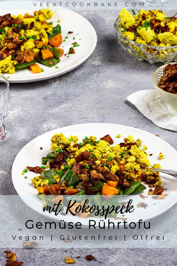 Veganes Rührei, auch als Rührtofu bekannt, mit Kokosspeck ist ein gelungenes Sonntagsfrühstück. Mit diesem leckeren veganen Rührei und den entsprechenden Gewürzen, erhälst du ein geschmackvolles Frühstück, welches der Nicht-veganen Version in nichts nachsteht. Der rauchrige Kokosspeck hamoniert perfekt mit dem Rührtofu. vegan | vegetarisch | glutenfrei | ölfrei | vollwertig