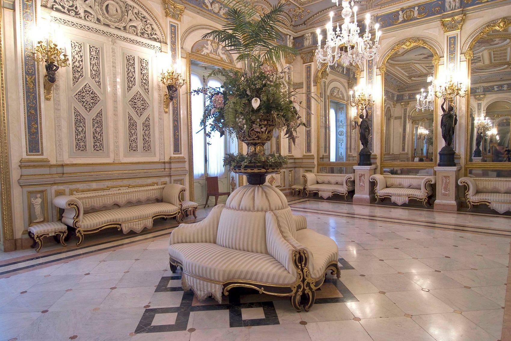 Il palazzo, ristrutturato in stile rococò,. Museo Nacional De Ceramica Valencia