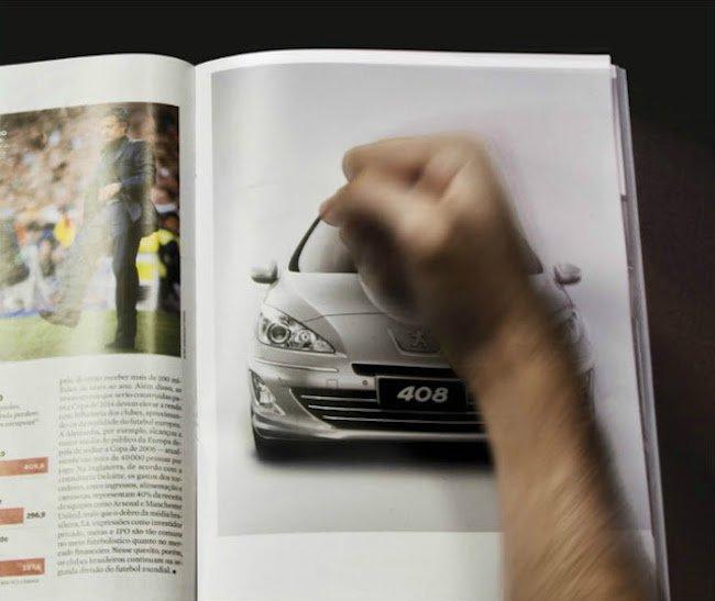 Anuncio impreso interactivo de la marca de automóviles Peugot