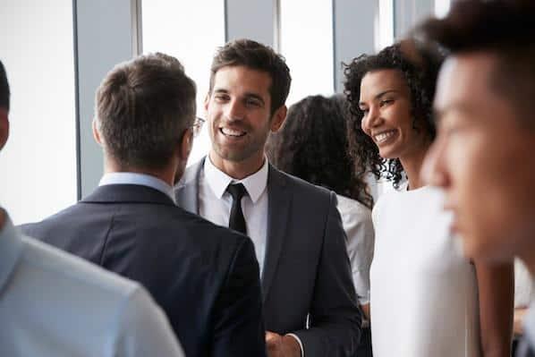 Cómo construir una comunidad sin conexión puede ayudar a su marketing en línea – Veeme Media Marketing