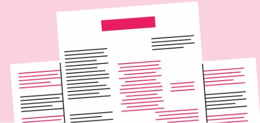 Hojas de papel con líneas de texto que muestran la técnica de brainstorming de borrador cero