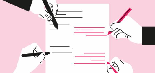 Hoja de papel con cuatro personas para el cerebro durante una actividad de brainstorming