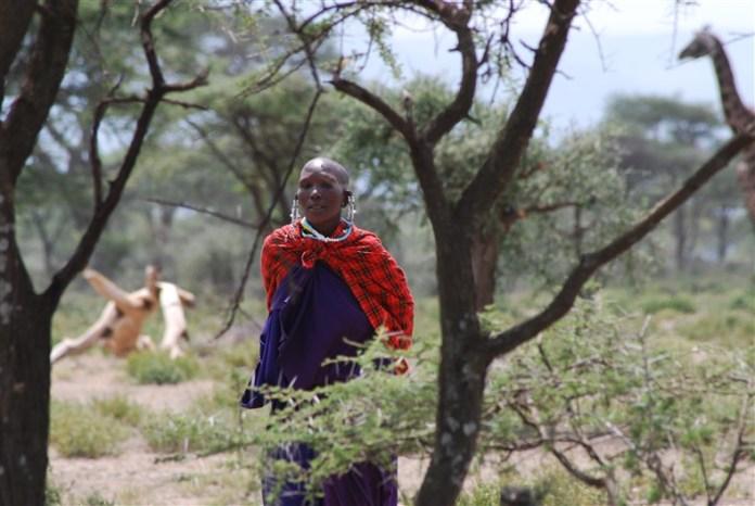 Een prachtig geklede Maasai-vrouw