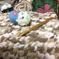 ダイソーで見つけたモコモコ糸。「あむころ」で、氷枕入れを作ってみました。