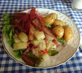 Seitan-Salat mit Chilistreifen im Café Nasch, Hamburg
