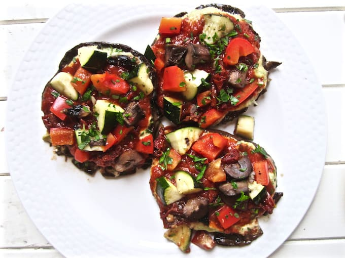 Vegan & Gluten Free Portobello Pizzas with Cashew Basil Cheese recipe - easy, healthy and delicious. {paleo, soy free} | veganchickpea.com