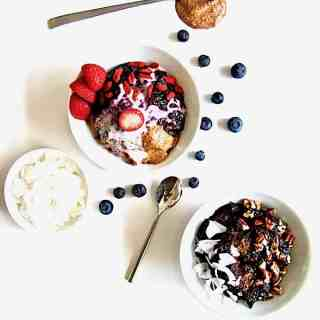 The Best Sugar Free Berry Chia Porridge (Vegan, Paleo + Gluten Free)