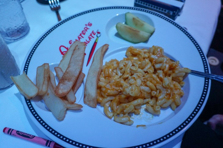 Kids vegan mac and cheese, fries and apple slices