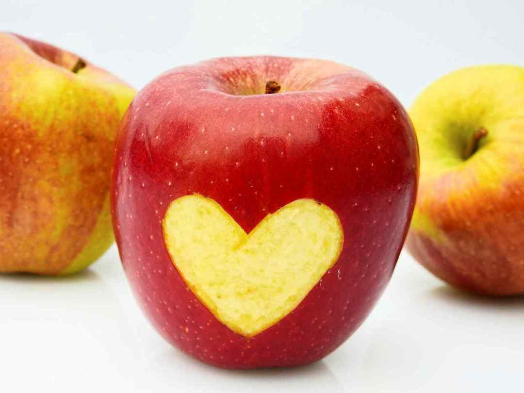 apples with heart