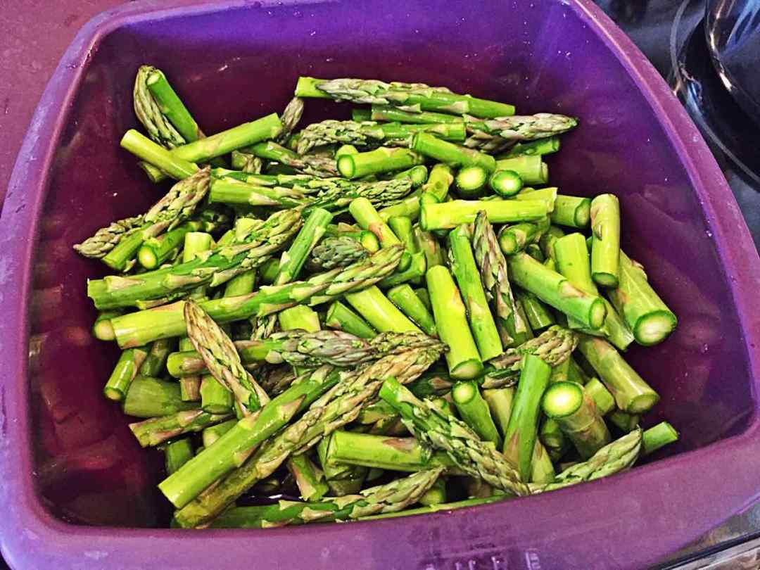 Image of cut asparagus in a microwave steamer.