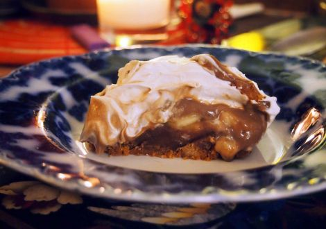 vegan banoffee pie - tropical flavours: ginger, date, lemon, lime, banana, coconut and optional rum....