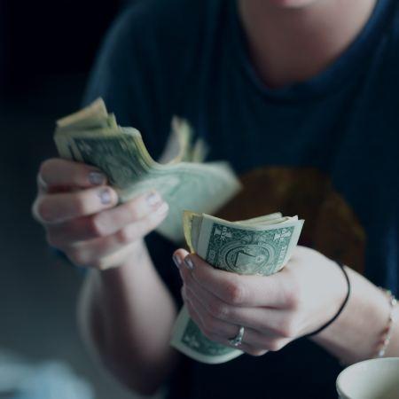 sedlar i händer