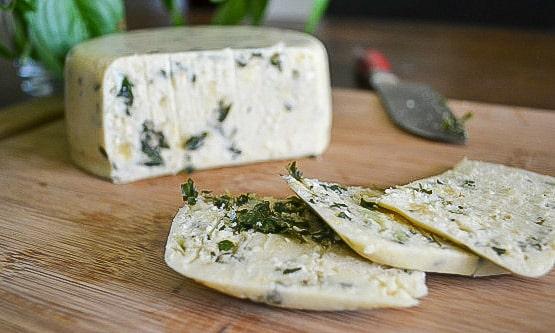 Smoky-Pesto-Cashew-Cheese