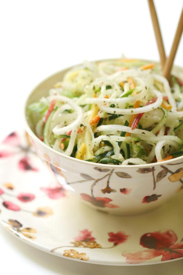 Raw-Spiralized-Thai-Salad