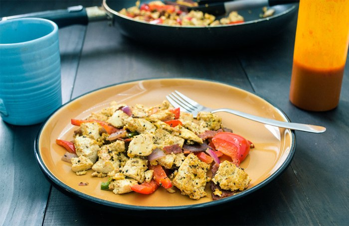 vegan-bacon-and-eggs-southwest-tofu-scramble-2