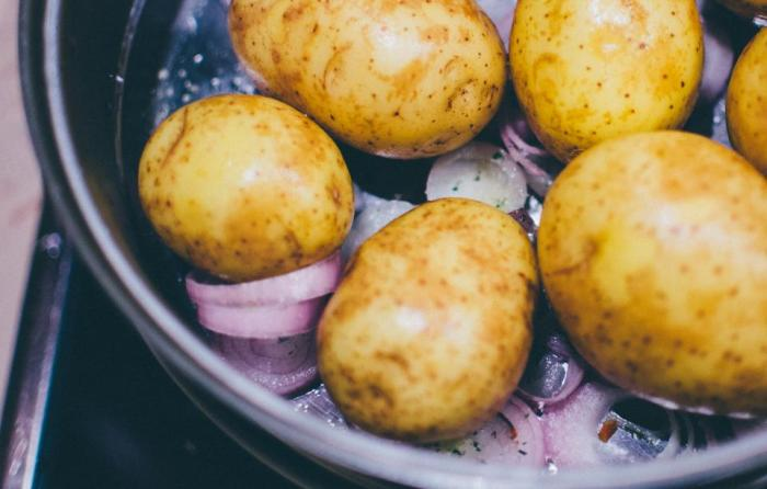 oven-roasting-potatoes
