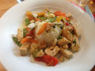 Tofugeschnetzeltes mit Gemüse und Reis