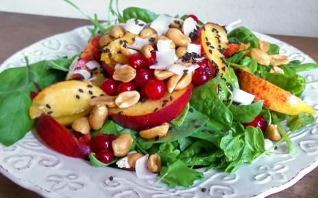 A saláta, amiben a gyümölcsök és a fűszerek örömtáncot járnak az ízlelőbimbóidon