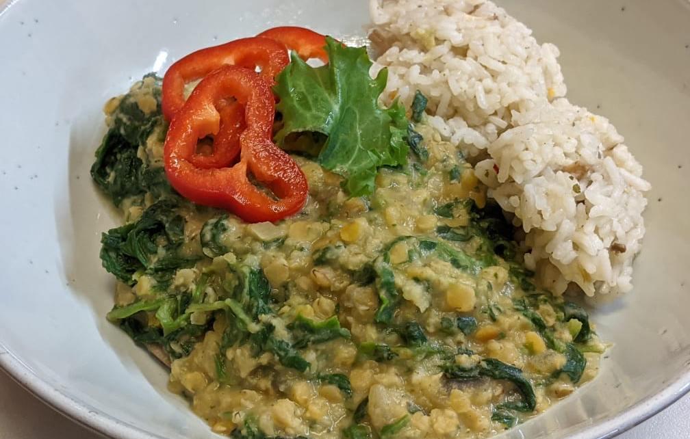 spenótos vöröslencse curry
