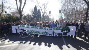 Manifestación en apoyo al mundo rural y la caza respaldada por todos los partidos