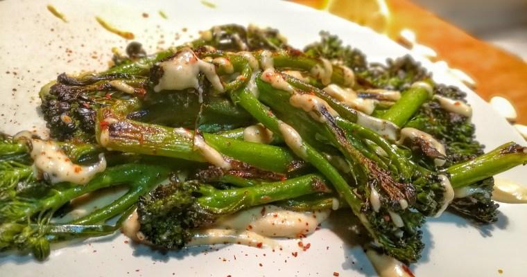 ¿Como cocinar el bimi? Recetas de Bimi o Brocolini con salsa de tahina. ¡Una cena vegana rápida!