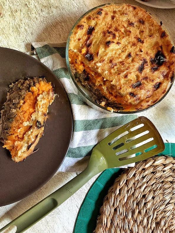 Pastel de lentejas y batata fácil con bechamel vegana