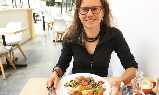 Elke aan het eten bij Loff in Breda