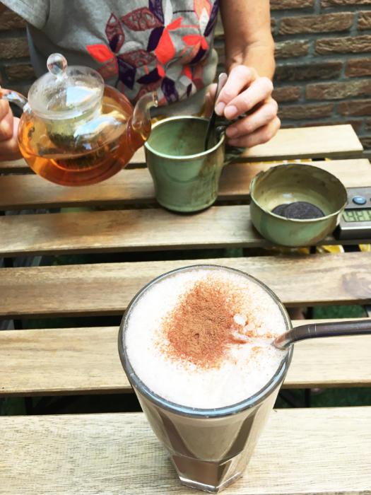 Kruideninfuus en kokos chocolade latte bij All about Eve in Hasselt