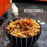 Arroz com Lentilhas e Cebola Caramelizada Vegano | Veganizadores