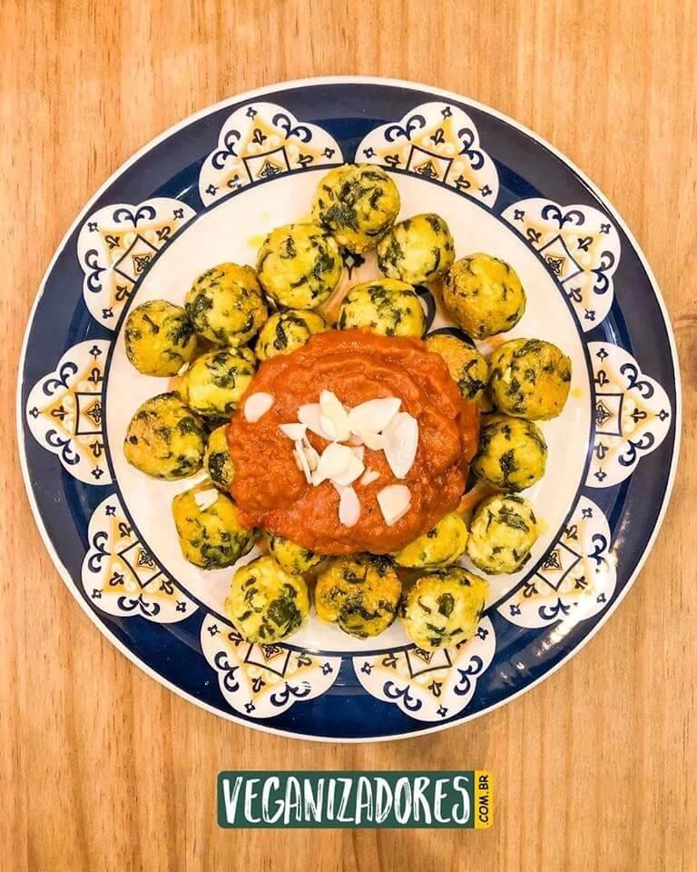 Nhoque Vegano de Tofu e Escarola - Receita Vegana