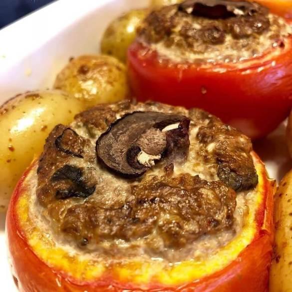 Tomate Recheado com Cogumelos - Receita Veganizadores