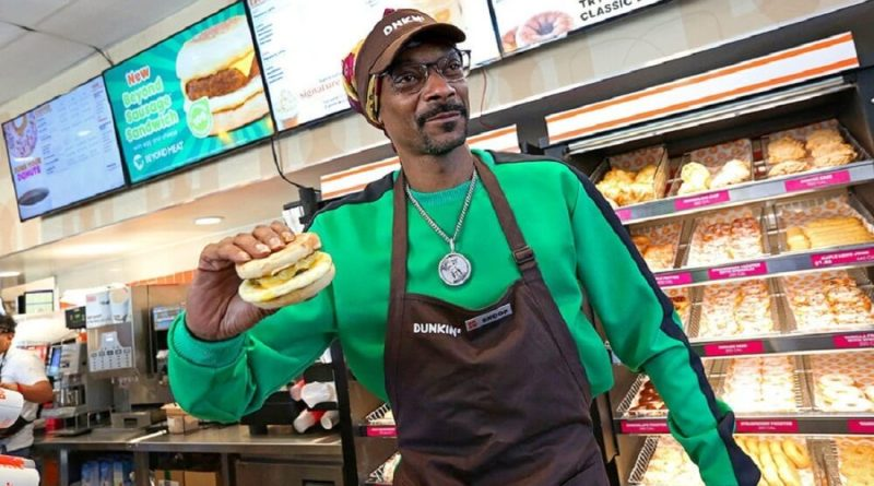 Snoop Doggs latest Dunkin' commercial has him serving Beyond Meat Beyond Sausage Breakfast sandwiches