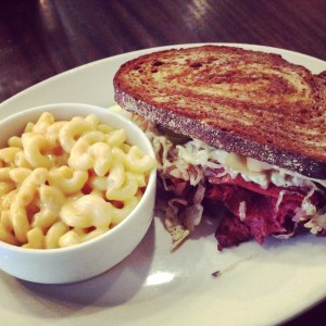 Chicago Diner Reuben Mac and Cheese | Vegan Nom Noms