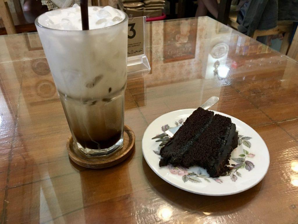 vegan coffee and cake at the london tea room